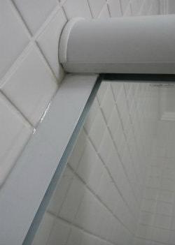 acabamento trilho e lateral lado de fora do box para banheiro